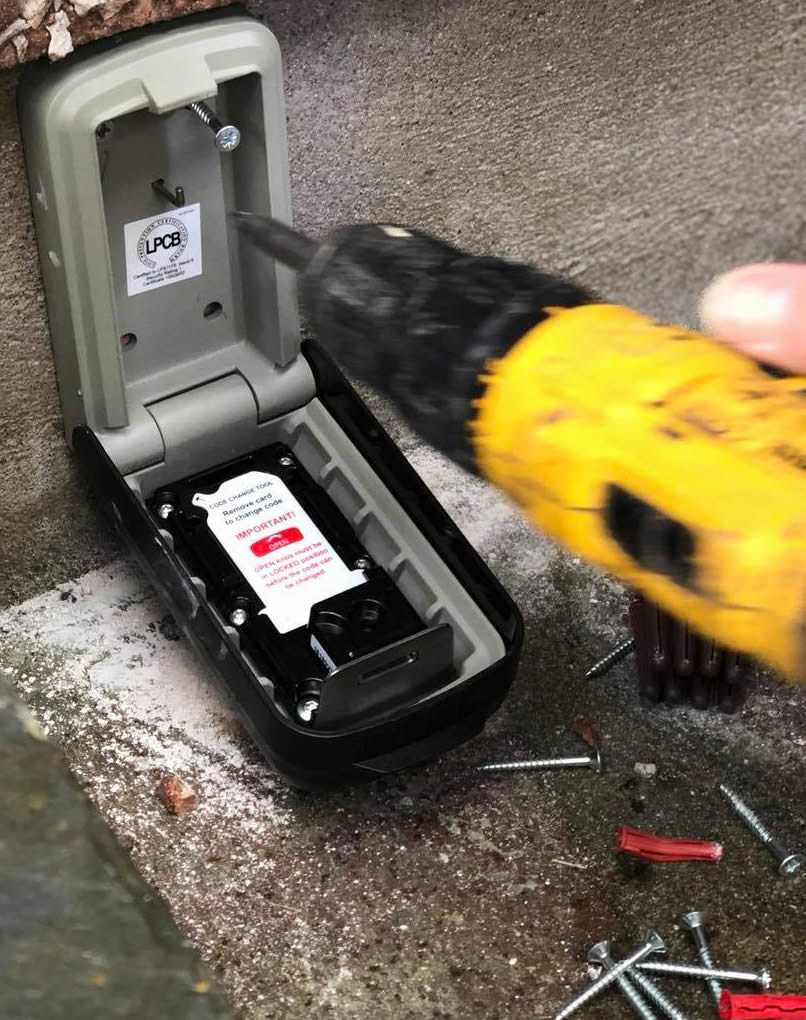 how to fit a key safe
